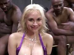 The long awaited return of Sarah Vandella comes complete with a bang